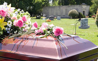 Что кладут покойнику в гроб