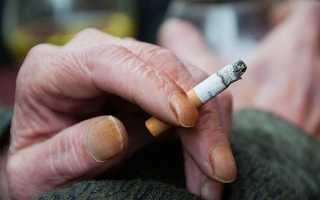Почему желтеет палец от сигарет